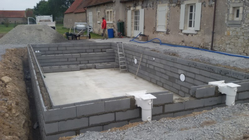 Construction de piscine sur chateauroux argenton eguzon indre for Piscine en parpaing
